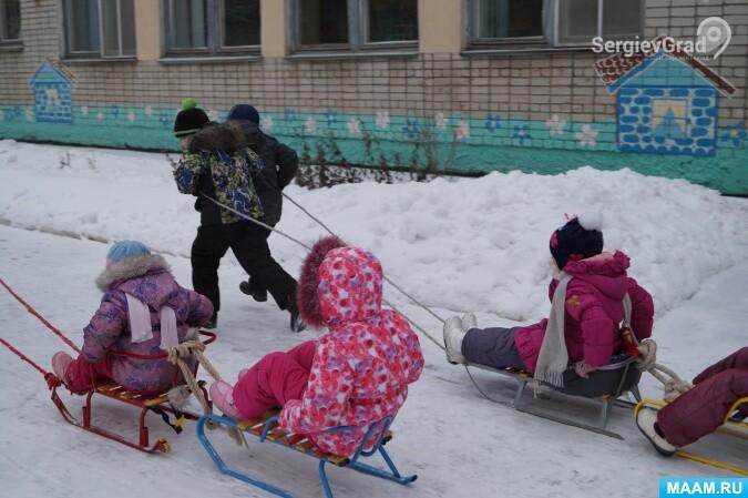 Катание детей на санках