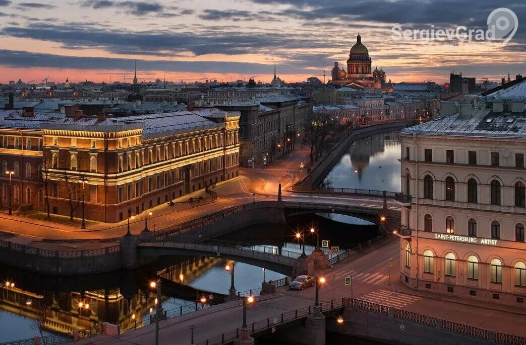 В Санкт-Петербурге рухнула труба котельной и повредила машины