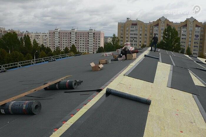 Депутаты проверили ремонт крыши на посёлке Реммаш