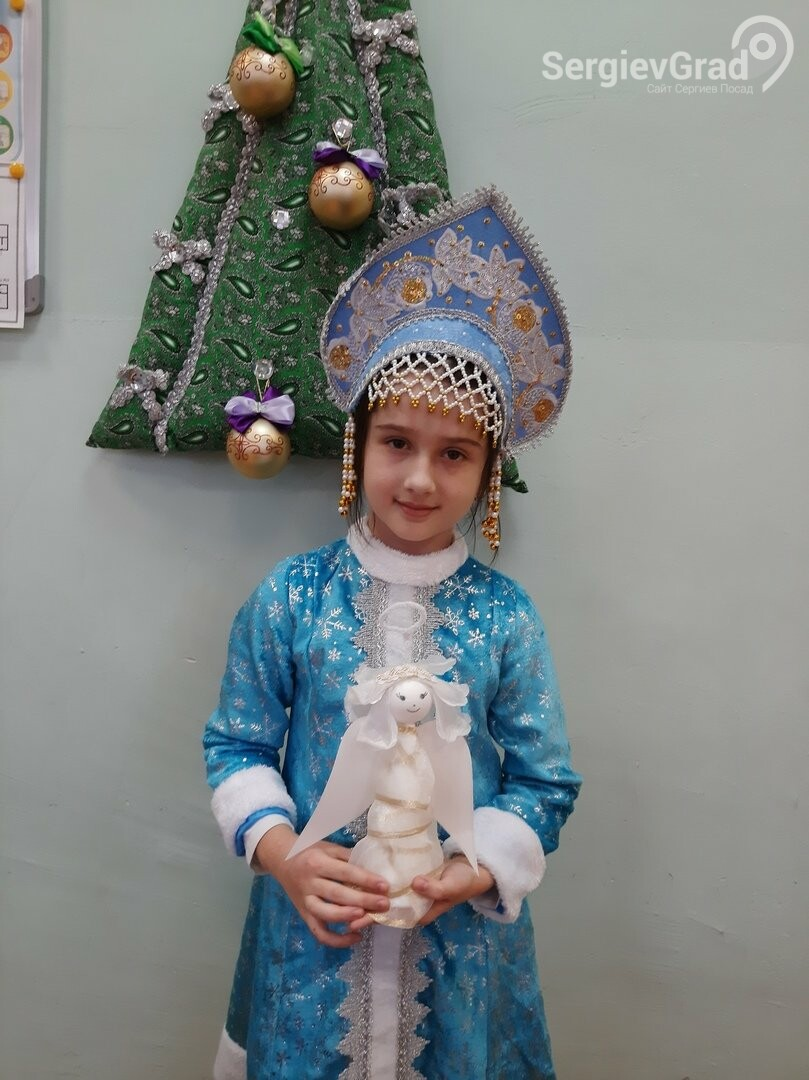 Участница конкурса «Моя новогодняя поделка» – Есманская Оксана МБОУ СОШ №19