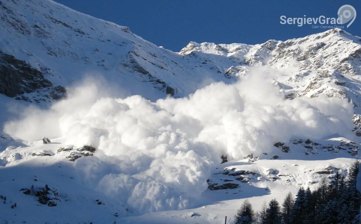 В Карачаево-Черкесии на горнолыжную трассу сошла лавина